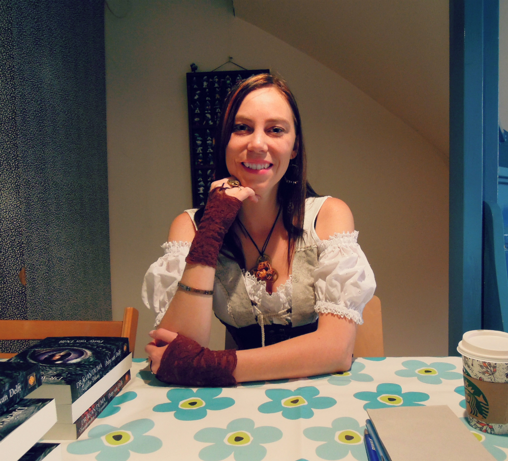 Patty signeert (foto door: Sheryldine van Velzen)