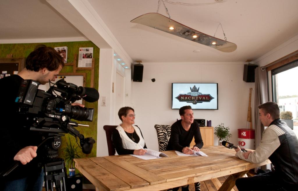 Contractondertekening - met filmploeg BredaNu (foto door: Irma van Rijswijk)