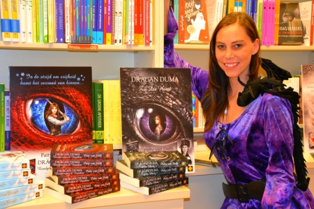 Patty van Delft met haar twee boeken