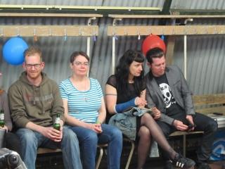 Wachten tijdens het optreden van de band