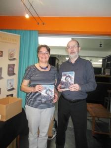 Uitgever Rianne Lampers en schrijver Peter Varg