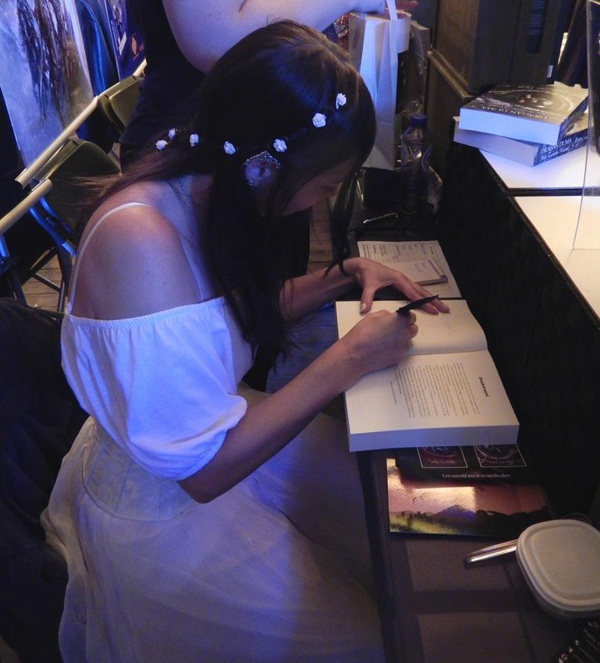 Patty van Delft signeert - Castlefest