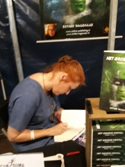 Castlefest - Esther signeert